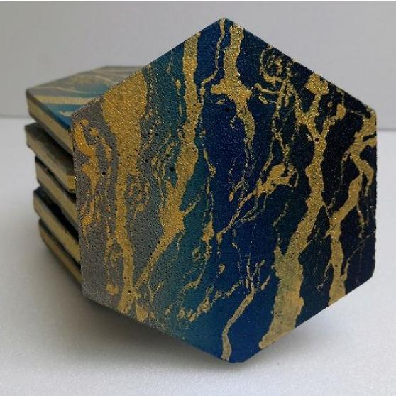 Dessous de verre noir et d'or hexagone 6
