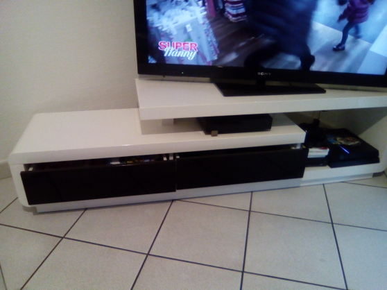 Annonce occasion, vente ou achat 'Meuble TV blanc laqué'