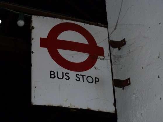 PANNEAU ARRET BUS LONDRES - Photo 2