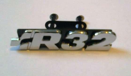 Embleme logo R32 calandre VW golf