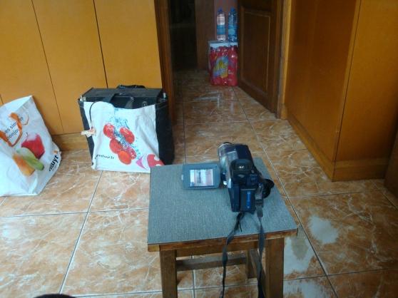 Petite Annonce : Caméscope sony dcr-trv 245 e digital 8 - Compose un caméscope ; deux batterie ; un chargeur Des cordons vidéo