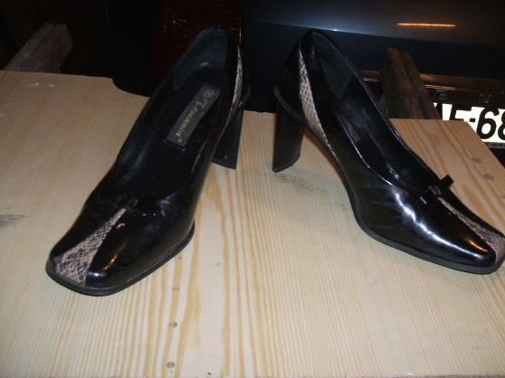 Petite Annonce : Chaussures femme - Un lot de chaussures femme pointure 36/38 un lot de 15 paires