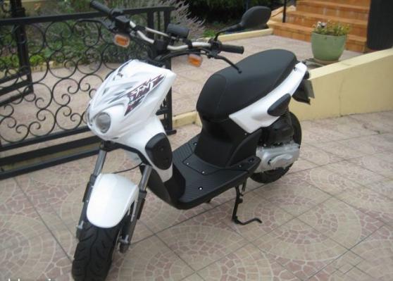 Jolie Moto avec Garantie assurance et to
