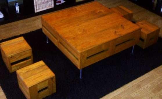table basse et ses 4 tabourets assortis