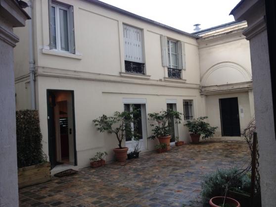 Maison à paris, calme absolu et charme f - Photo 4