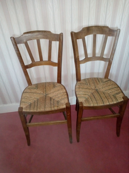 Chaises, fauteuil, table