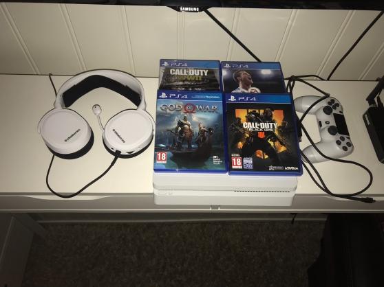 Playstation 4 slim 1 To avec 4 Jeux