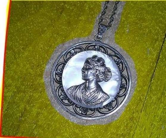 collier=chaine argenté+médaillon 5cm!!