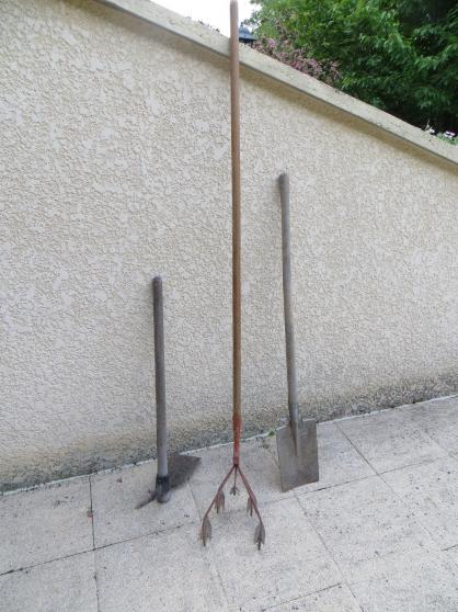 Lot d'outils de jardin