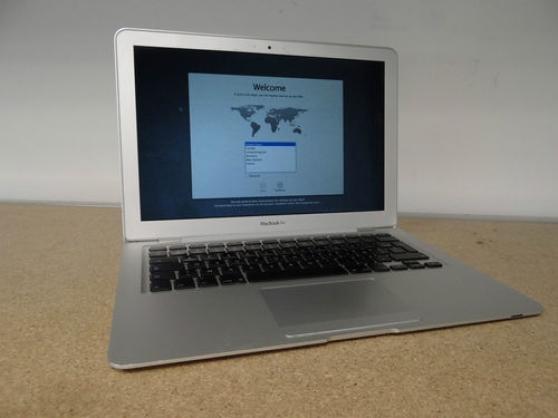 "Apple MacBook Air 13.3 ""Laptop - MC965"