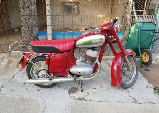 Moto Jawa ancienne