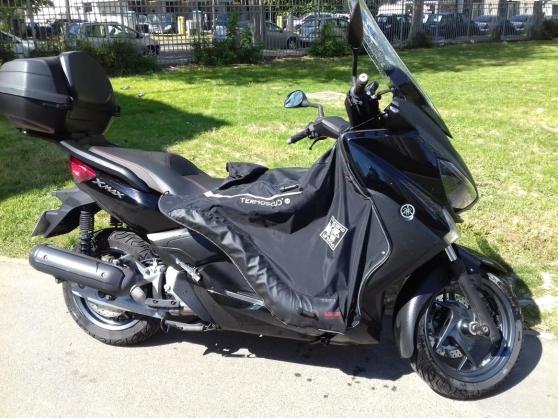scooter Xmax 125 couleur NOIR BRILLANT