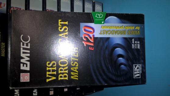 Petite Annonce : Cassettes vierge 120 - Lot de 12 cassettes  vierges  emtec  120  et 1 tdk  120 hs