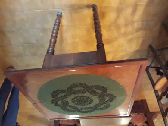 Petite Annonce : Table de jeux ancienne - TRES BELLE TABLE DE JEU ANCIENNE du XIXe siècle placage en