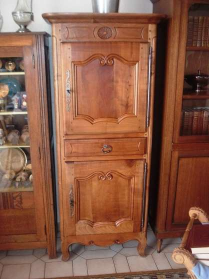 meuble ancien homme debout antiquit art brocantes armoires st hilaire de riez reference. Black Bedroom Furniture Sets. Home Design Ideas