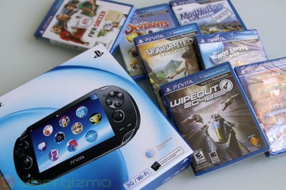 PS VITA Comme neuf + 7 jeux + carte mémo