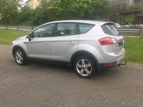 UNE VOITURE Ford Kuga Tar REMPLACEMEN