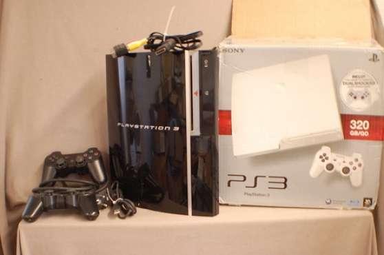 Console PS3 noire + 2 manettes sans fil