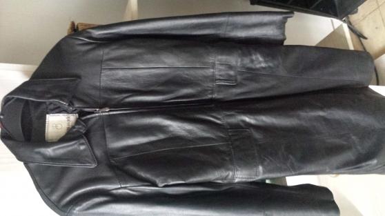 Petite Annonce : Manteau cuir noir - MANTEAU FEMME CUIR NOIR . MADE IN ITALIE. TAILLE 40. EN EXCELLENT ETAT