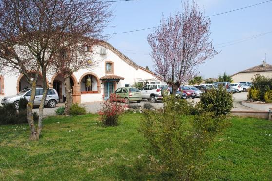 Restaurant avec terrasse et piscine