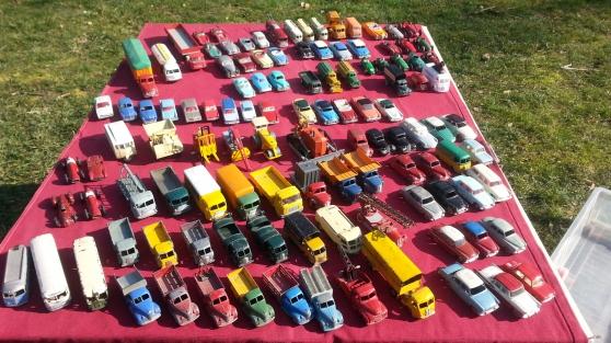 Voitures et camions miniatures