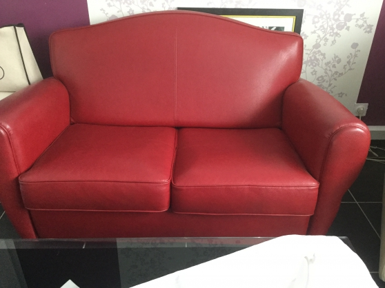 Annonce occasion, vente ou achat 'Canapé en cuir rouge 2 places.Exc. État'