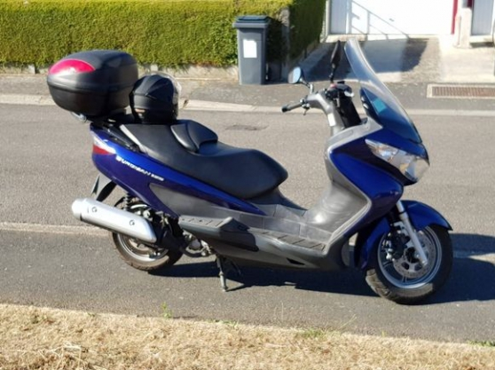 suzuki burgman phase 2 !2400km etat neuf - Photo 1