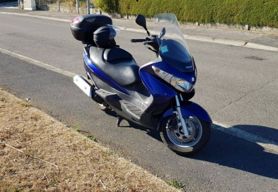 suzuki burgman phase 2 !2400km etat neuf - Photo 2