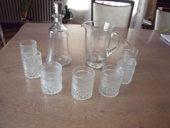 7 verres à sirop et 1 carafe et 1 broc