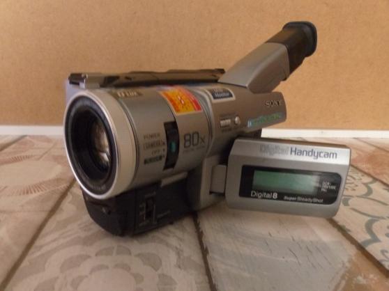 Petite Annonce : Caméscope sony dcr trv 110 digital 8 hi8 - A vendre caméscope Sony DCR TRV 110 Digital 8, HI8 et Vidéo 8 PAL en