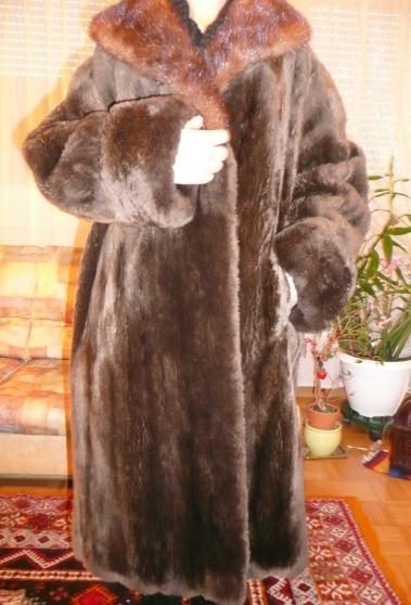 Manteau en loutre avec col de vison