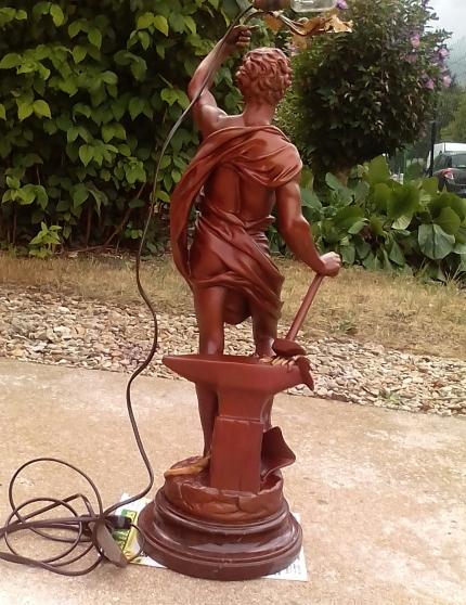 Annonce occasion, vente ou achat 'Statue ancienne avec éclairage Allégorie'