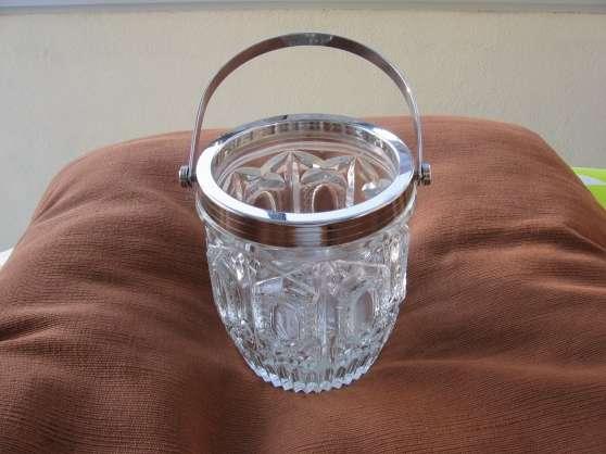 Annonce occasion, vente ou achat 'Vends sceau à glace en verre ciselé TBE'