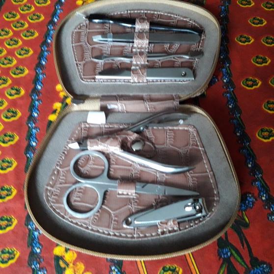 Annonce occasion, vente ou achat 'Rare Trousse vintage ongles TED LAPIDUS'
