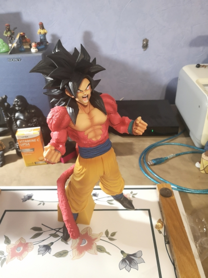 Figurine goku ssj4 dragon ball GT - Photo 2