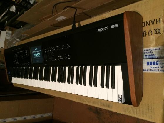 KORG KRONOS 2 73 Key Keyboard Synthesize