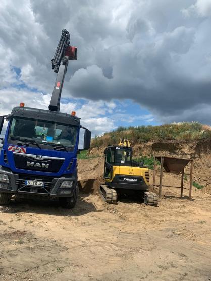 Camion grue terrassement demolition