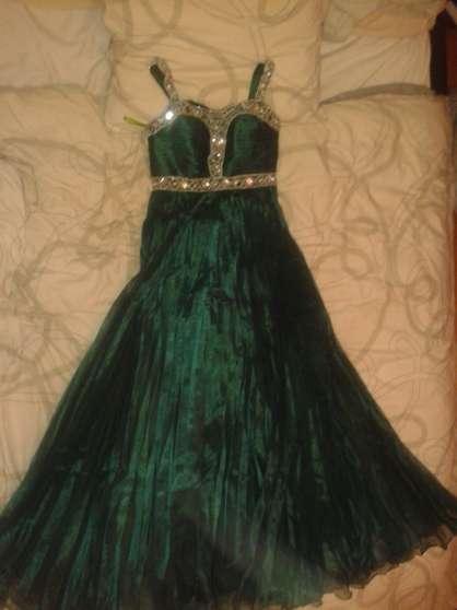Robe De Soirée Vert Foncé taille 38 / 40