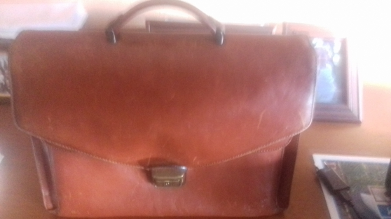 cartable en cuir marron