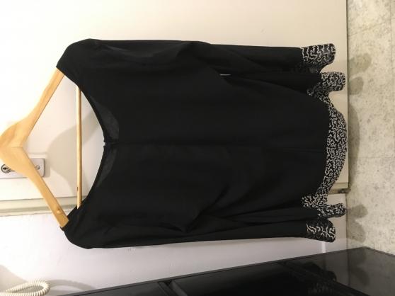 Petite Annonce : Jolie haut noir taille xxl - Je vends ce jolie haut noir taille XXL ça ne taille pas super grand