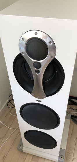 LINN komri speakers.