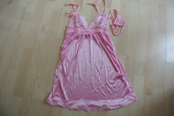 Annonce occasion, vente ou achat 'Nuisette rose et blancche sexy T 36'