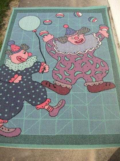Petite Annonce : Tapis - Vends tapis motif Clown , bon état , sans taches Dimension 1m69 x