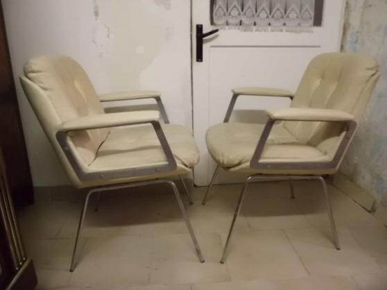 une paire de fauteuil vintage