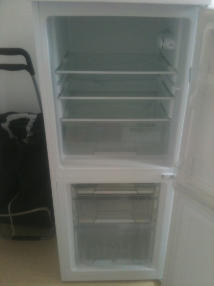 vend petit refrigerateur congelateur bondy. Black Bedroom Furniture Sets. Home Design Ideas