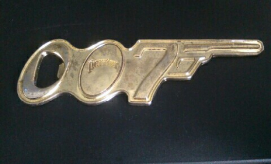 Décapsuleur 007 de 1962 marque perrier