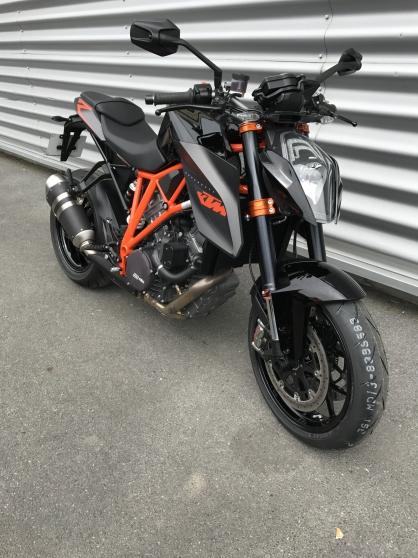 MOTO KTM 1290 SUPER DUKE R