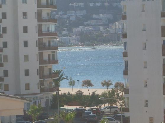 appart rosas proche plage 8 personnes