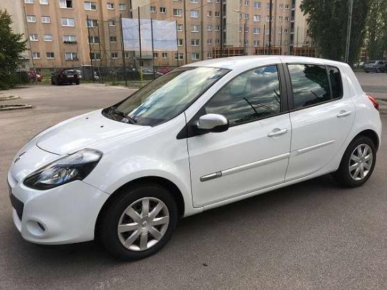 Succès Renault Clio 1.2 16V 75 Limousine