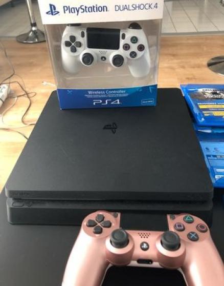 PS4 SLIM PLUS DEUX MANETTES